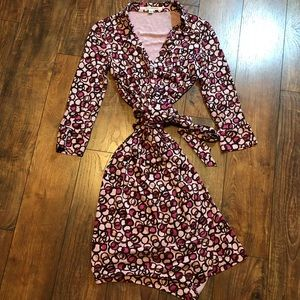 Diane Von Furstenberg classic wrap dress size 6